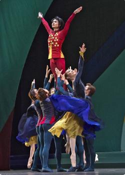 "<span class=""position"">バレエ・マスター</span><span class=""position-en"">Ballet Master</span><span class=""name"">伊坂 文月</span>"