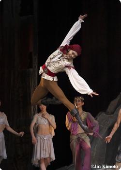 "<span class=""position"">バレエ・マスター / プリンシパル</span><span class=""position-en"">Ballet Master</span><span class=""name"">遅沢 佑介</span>"